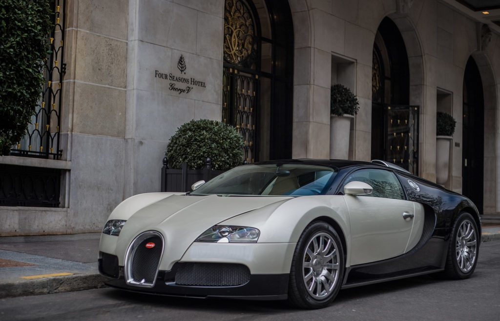 By Ben (Bugatti veyron) [CC BY-SA 2.0 (https://creativecommons.org/licenses/by-sa/2.0)], via Wikimedia Commons